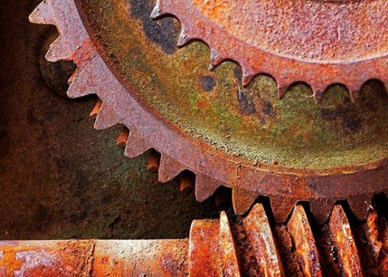 Những vết rỉ sét trên kim loại làm đồ dùng nhanh chống bị hư hại và mất thẩm mỹ